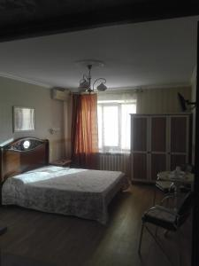 A bed or beds in a room at Apartment on Ostrovskogo 58