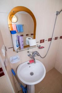 A bathroom at Paata's Guesthouse