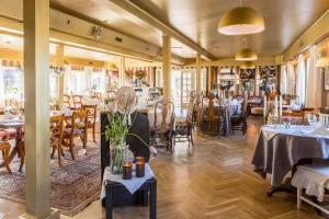 En restaurang eller annat matställe på Bomans Hotell i Trosa