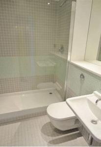 A bathroom at Serviced Apartments Leeds