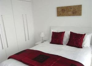 A bed or beds in a room at Serviced Apartments Leeds