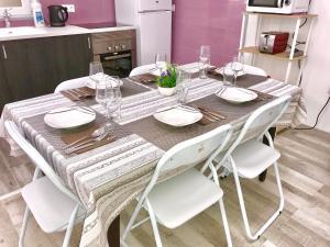 Un restaurante o sitio para comer en New Apartment Novelda Historic Center