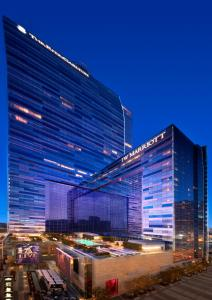 A restaurant or other place to eat at JW Marriott Los Angeles L.A. LIVE
