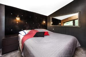 A bed or beds in a room at Salamander