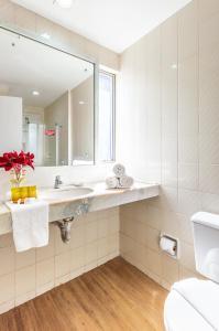 A bathroom at Hotel Costamar