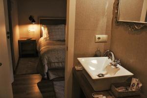A bathroom at Eco Hotel Nos