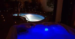 المسبح في شاليهات سوارفسكي أو بالجوار