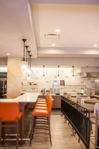 A restaurant or other place to eat at Hilton Garden Inn Indianapolis Downtown
