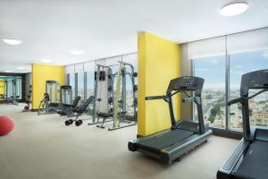 The fitness centre and/or fitness facilities at Hampton By Hilton Dubai Airport