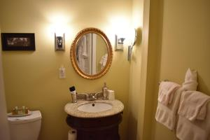 A bathroom at King George B&B