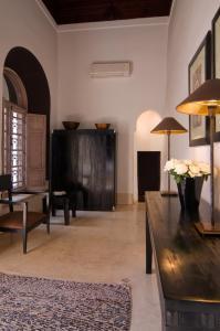 Coin salon dans l'établissement Riad Tzarra