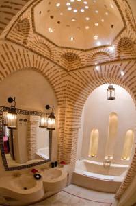 Salle de bains dans l'établissement Riad Tzarra