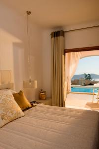 A bed or beds in a room at Gold Suites - Small Luxury Hotels of the World