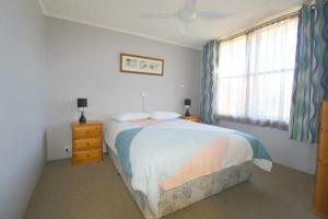 A bed or beds in a room at Beachfront 4, 25 Willow Street