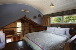 A bed or beds in a room at Old Leura Dairy