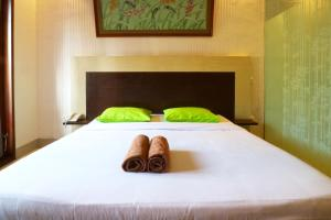 A bed or beds in a room at D'Astri Guest House