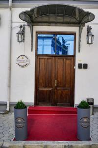 Fațada sau intrarea în Bucharest Downtown Inn