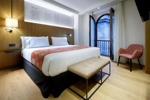 A bed or beds in a room at Eurostars Catedral