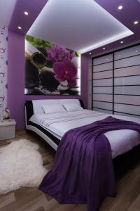 A bed or beds in a room at Apartment in the center Kirova 6