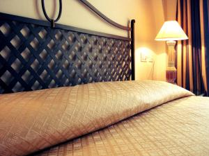 A bed or beds in a room at Hotel Monti Di Mola