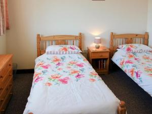 A bed or beds in a room at Swift