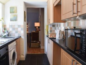 A kitchen or kitchenette at Helens Lea