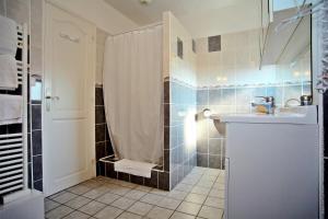 Salle de bains dans l'établissement Hotel Men Er Vro