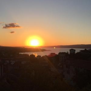 منظر شروق وغروب الشمس من الشقة أو بالجوار