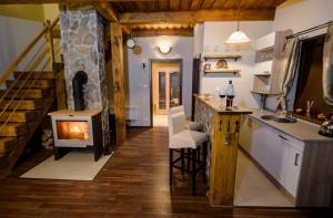 Kuchyňa alebo kuchynka v ubytovaní VISIT TELGART | CHATA