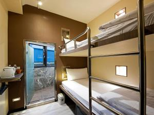 A bunk bed or bunk beds in a room at Tianxiang Zan Apartment