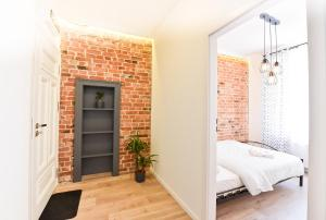 A bed or beds in a room at Green Garden Apartment