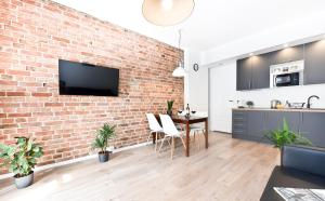 A television and/or entertainment centre at Green Garden Apartment