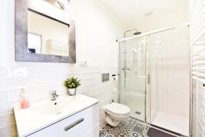 A bathroom at Green Garden Apartment