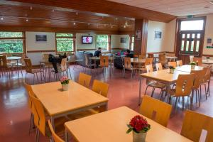 A restaurant or other place to eat at Stirling Youth Hostel