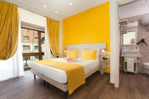 A bed or beds in a room at Suite dei Catalani