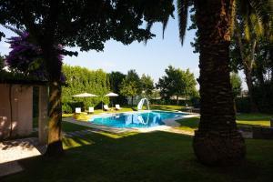 The swimming pool at or near Casa da Cachada