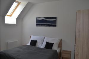 Postel nebo postele na pokoji v ubytování Penzion Nad Oborou