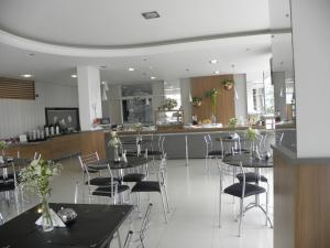 A restaurant or other place to eat at Benos Hotel
