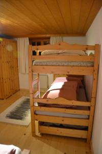 Ein Etagenbett oder Etagenbetten in einem Zimmer der Unterkunft Sunnaschi