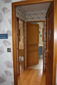 A bathroom at Chambre D'hotes Le Clos Fleuri