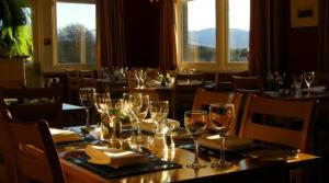 A restaurant or other place to eat at The Mountview Hotel