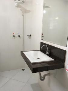 A bathroom at Hotel Glória