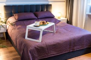 A bed or beds in a room at Twoje Miejsce Copernicus Street