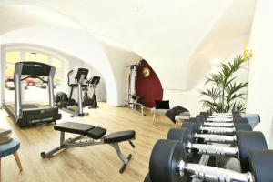 The fitness center and/or fitness facilities at Altstadt-Hotel Passau
