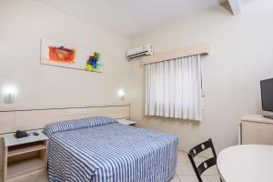 A bed or beds in a room at Hotel Express Canoas