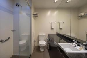 A bathroom at Linx Galeão