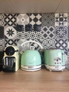 A kitchen or kitchenette at Live Life Plaka