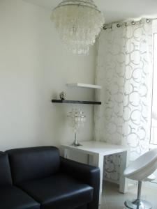 A seating area at Apartment on Rue De France 4