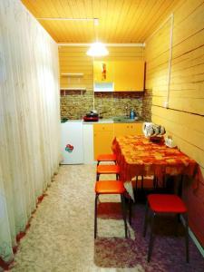 Кухня или мини-кухня в Загородный дом