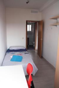 A bed or beds in a room at Climatizado, sencillo y con WIFI